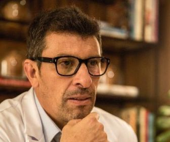 """Milhem Cortaz viverá um médico em """"Amor de Mãe"""""""