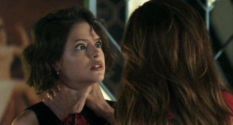 """Em """"A Dona do Pedaço"""", Josiane vai virar uma mulher de fé de dentro da cadeia"""