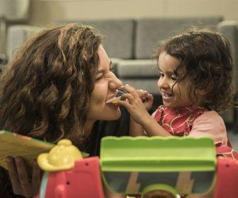 Lígia e Rita se desentendem durante visita a Nina na Vara da Infância