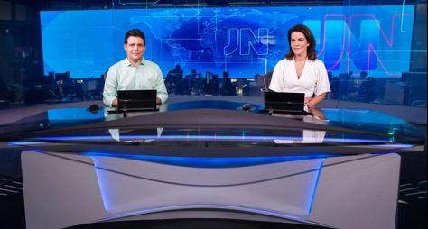 Marcelo Magno, do Piauí, e Mariana Gross, do Rio de Janeiro, apresentam o JN