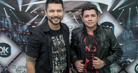 """""""Música na Band"""" exibe show da dupla Zé Henrique e Gabriel"""