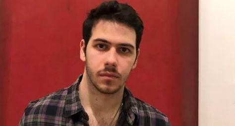 """Contracenando com o pai, Antonio Benício estreia como ator em """"Amor de Mãe"""""""