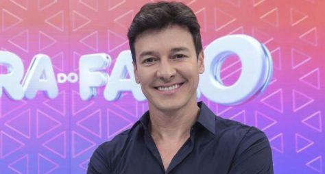 """""""Estou domingo na Record, estou totalmente realizado"""", diz Rodrigo Faro"""
