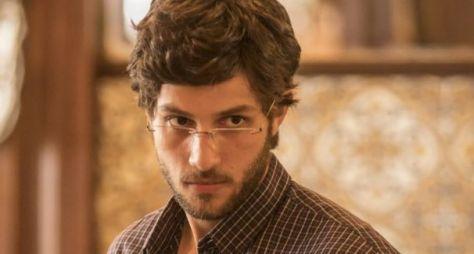 """Reviravolta em """"Amor de Mãe"""": Danilo pode ser o filho vendido de Lurdes"""