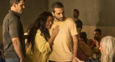 Amor de Mãe: Lurdes conhece Sandro e Kátia morre em seus braços