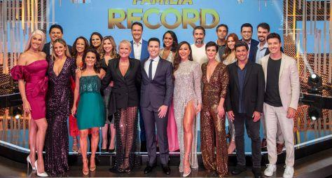 Especial recebe estrelas da Record TV na tradicional amigo secreto