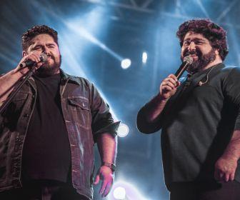 """""""Música na Band"""" exibe show da dupla César Menotti e Fabiano"""