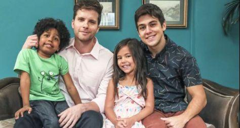 Conheça a família de Alan, personagem de Thiago Fragoso em novela das sete