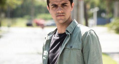 """Conheça o personagem de Felipe Simas em """"Salve-se Quem Puder"""""""