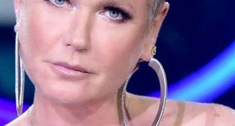 """Xuxa Meneghel grava chamadas da próxima temporada do """"The Four Brasil"""""""