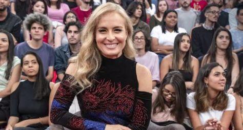 """Angélica comunica seu retorno à TV em um programa """"bem bacana"""""""