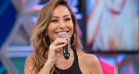 Record TV adia para março o novo Domingo Show com Sabrina Sato