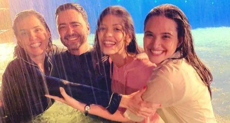 """Daniel Ortiz acompanha gravação de """"furacão"""" ao lado de atrizes"""
