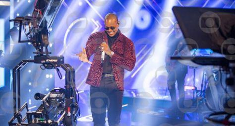 """Léo Santana ajuda compositor de primeira viagem no """"Caldeirão do Huck"""""""