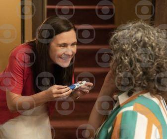 """Em """"Amor de Mãe"""", Thelma confirma gravidez"""