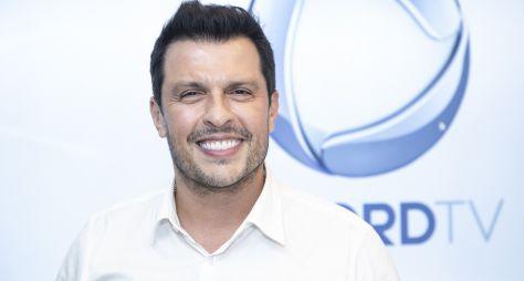 Wellington Muniz, o Ceará, assina contrato com a Record TV