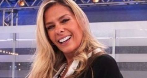 Coronavírus impede a assinatura do contrato de Adriane Galisteu com a Record TV