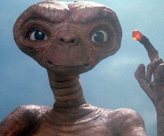 """Band exibe os clássicos """"E.T."""" e """"Tubarão"""" neste domingo"""