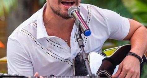 """Band FM e Vibra realizam """"live raiz"""" com o cantor e ator Thiago Martins"""
