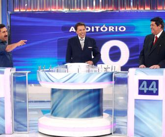 Programa Silvio Santos recebeu Ratinho e Datena no 'Jogo das 3 Pistas' deste do