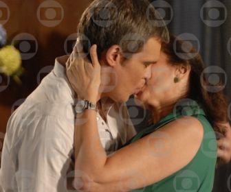 Fina Estampa: Renê se declara para Griselda