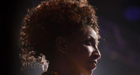Adriana Lessa estreia como jurada do Talentos