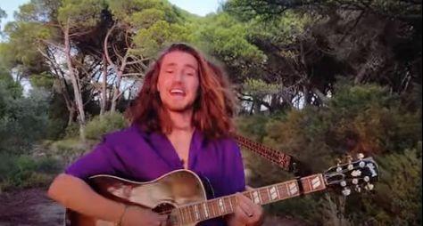 Vitor Kley lança clipe gravado com motorola edge+ em Portugal