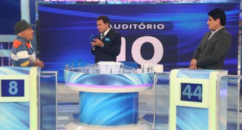Silvio Luiz e César Filho se enfrentam no 'Jogo das 3 Pistas'