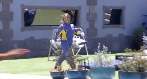 Carla Diaz deixa o Quarto Secreto do BBB21 vestida de dummy