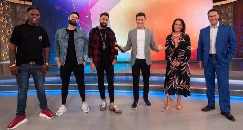 """Carolina Ferraz, Eduardo Ribeiro, Latino e MC Kekel no """"Hora do Faro"""""""