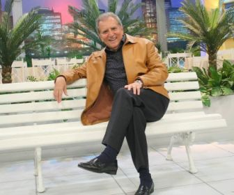 """Vacinado, Carlos Alberto de Nóbrega quer voltar a gravar """"A Praça é Nossa"""""""