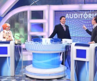 """Programa Silvio Santos"" recebe Moacyr Franco e Filó no ""Jogo das 3 Pistas"""