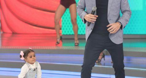 Barões da Pisadinha, invadem o palco e colocam Rodrigo Faro para dançar arrocha
