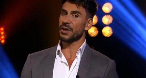 """RedeTV! comunica desligamento de Júlio Rocha do """"TV Fama"""""""