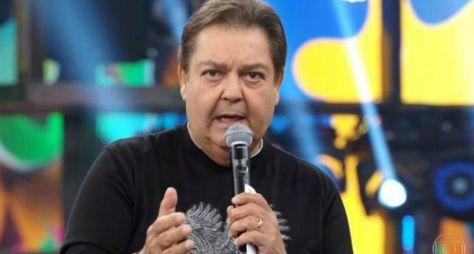 """Internado, Fausto Silva é impedido de gravar o """"Domingão"""" deste fim de semana"""