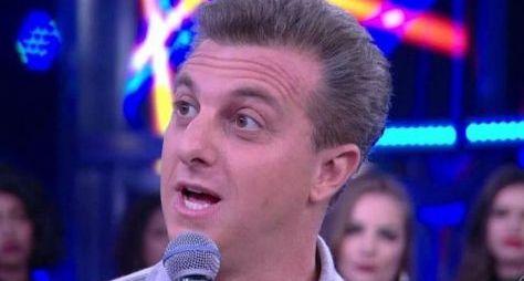 """Luciano Huck anuncia no """"Conversa com Bial"""" que vai assumir as tardes de domingo"""