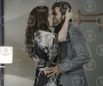 Salve-se Quem Puder: Rafael e Júlia passam a noite juntos