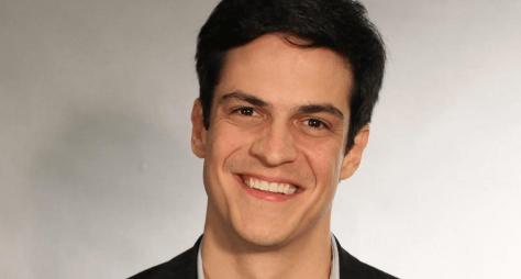 """Mateus Solano revela que ainda mantém contato com colegas de """"Pega Pega"""""""