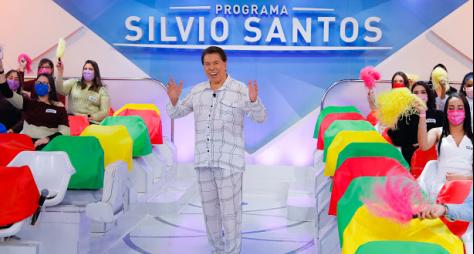 """Silvio Santos veste pijama no """"Programa Silvio Santos"""" de Dia dos Pais"""