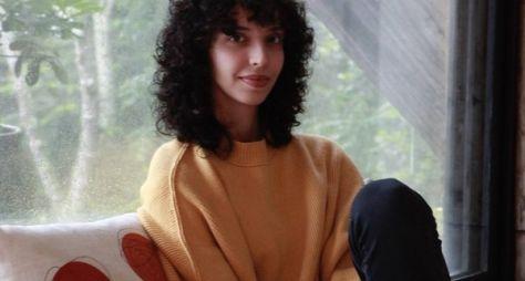 Agnes Brichta comemora estreia na próxima novela das sete ao lado do pai