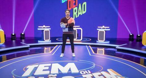 """Marcos Mion posa no cenário do novo """"Caldeirão"""""""