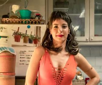 "Andréia Horta caracterizada como Lara em ""Um lugar ao Sol"""