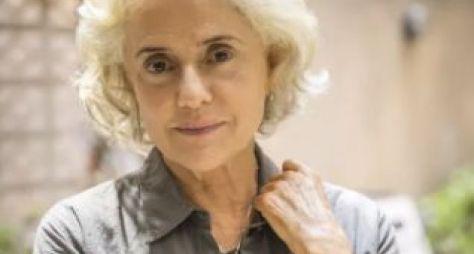 Marieta Severo: imagem da atriz como Noca em seu retorno à TV após 4 anos