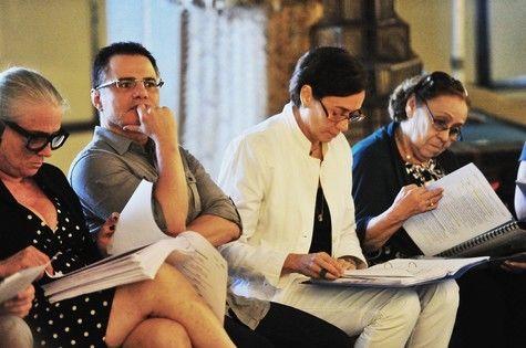 Linhares ao lado das atrizes na workshop. Foto: Divulgação