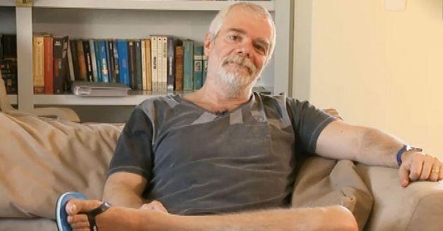 Lombardi descontraído no escritório de sua casa. Foto: Divulgação