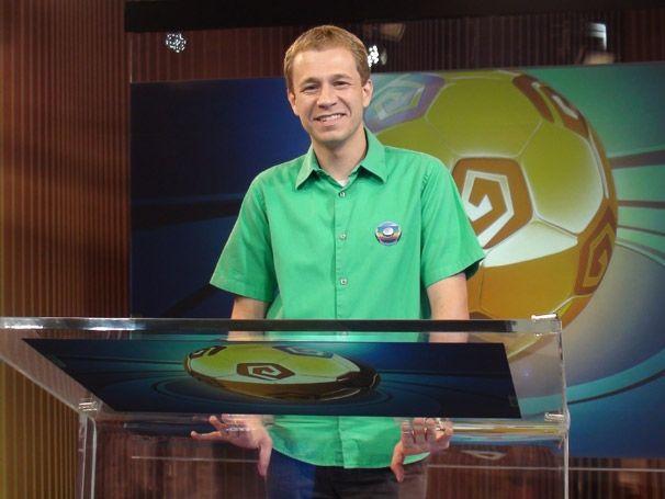 Tiago Leifert durante a Central da Copa