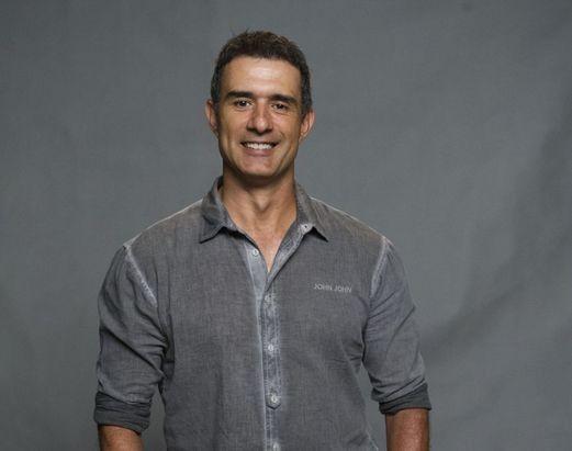 Marcos Pasquim é treinador de saltos ornamentais em Babilônia (Foto: TV Globo)