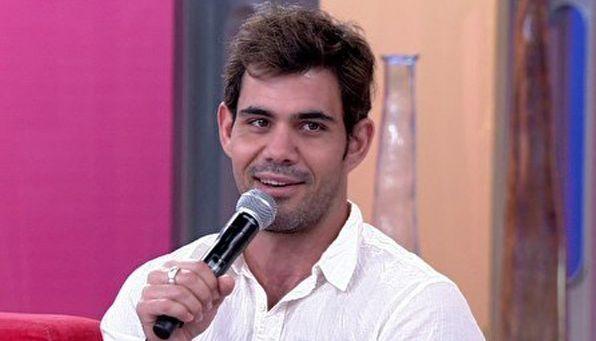Juliano Cazarré participando do Encontro com Fátima Bernardes (Foto: Reprodução/TV Globo)