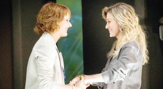 Bianca Ramoneda (esquerda) e a diretora Amora Mautner (Foto: João Cotta/TV Globo)