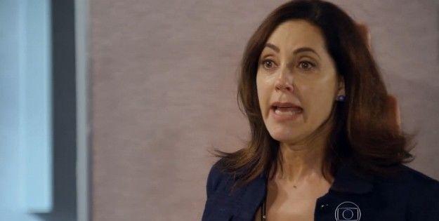 Maria Inês (Christiane Torloni) descobre golpes do filho (Foto: Reprodução/TV Globo)